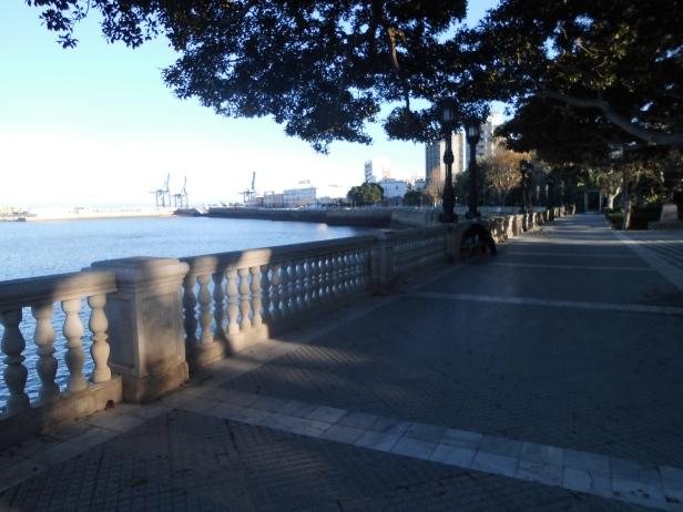 Vistas del puerto desde el paseo marítimo